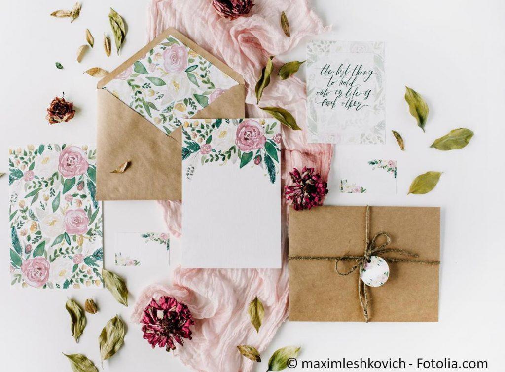 Die passenden Hochzeitskarten gestalten und drucken - #118762994 | © maximleshkovich - Fotolia.com